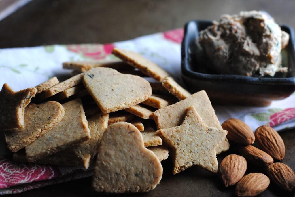 Nutty-gluten-free-crackers-dark