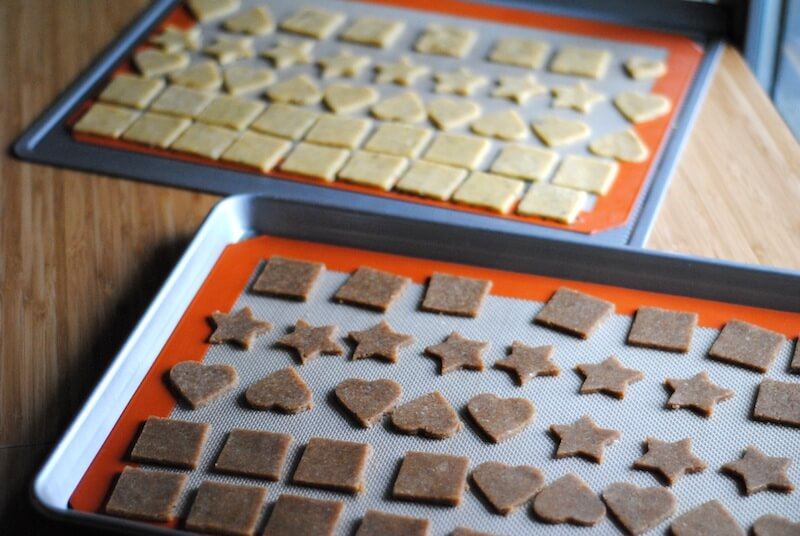 Nutty-gluten-free-crackers-tray