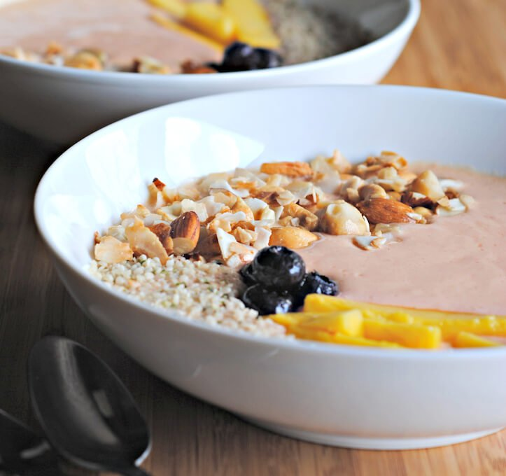 Smoothie-bowl-with-nuts