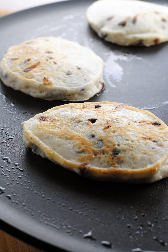 vegan-pancakes -with-chocolate-chips-and-bananas