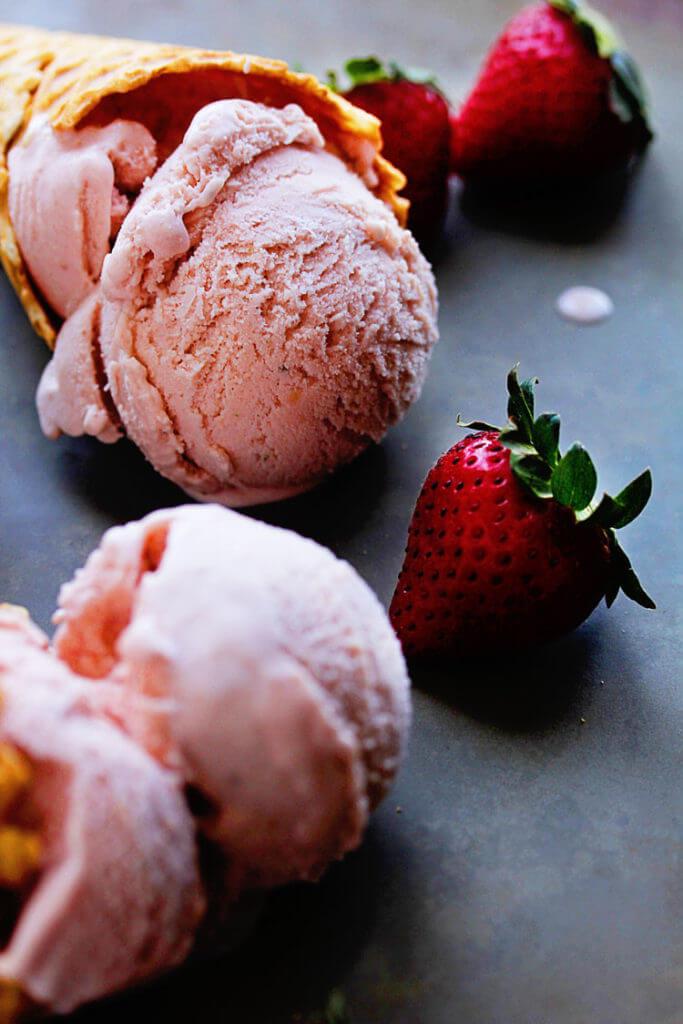 homemade-strawberry-ice-cream